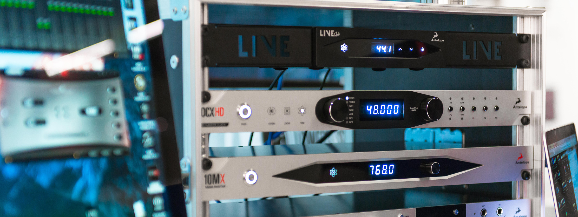 fullwidth img liveclock 1